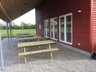 Så er der kommet nye borde og bænke ved klubhuset.
